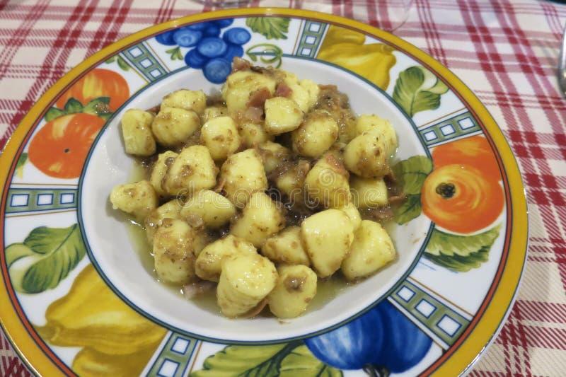 Gnocchi z pomidorowego kumberlandu i porcini pieczarkami zdjęcie stock