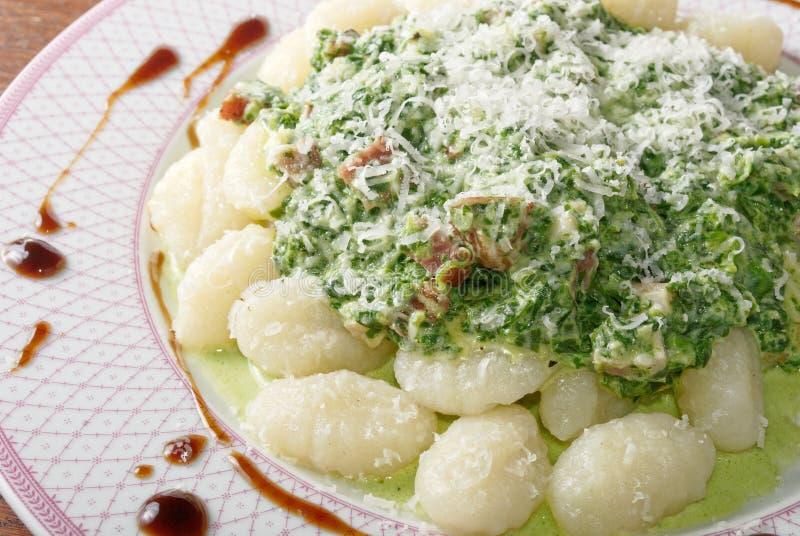 Gnocchi z szpinakiem zdjęcie stock