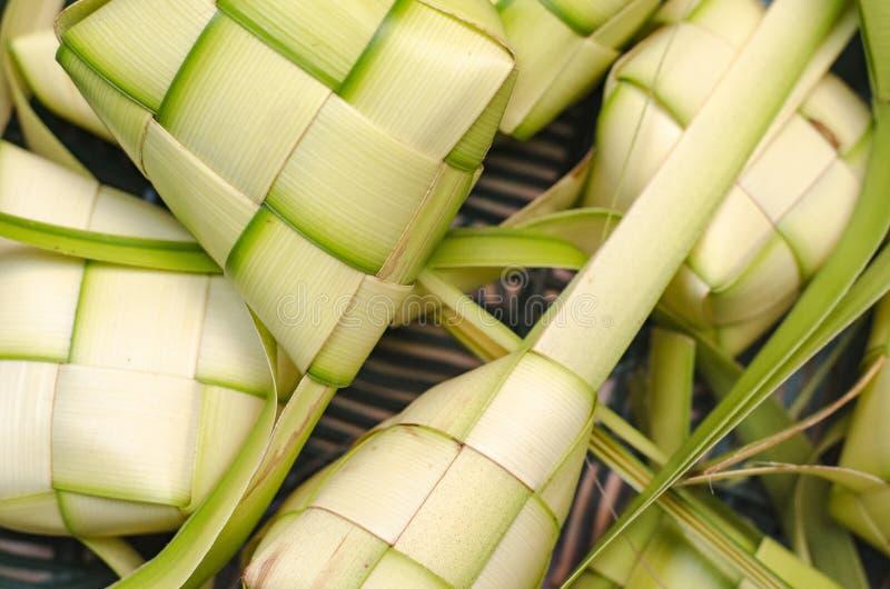 Gnocco del riso dell'intelaiatura di Ketupat Nasi Ketupat è alimento tradizionale durante la stagione festiva di Eid in Malesia fotografie stock libere da diritti