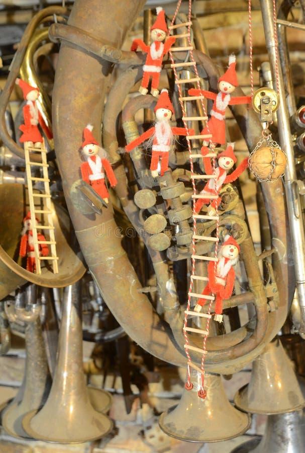 Gnom melina w brasswind instrumentu cmentarzu obraz stock
