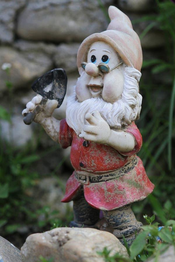 Download Gnome сада стоковое изображение. изображение насчитывающей статуэтка - 40584895