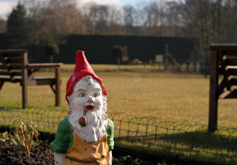 Gnome de jardin. photographie stock