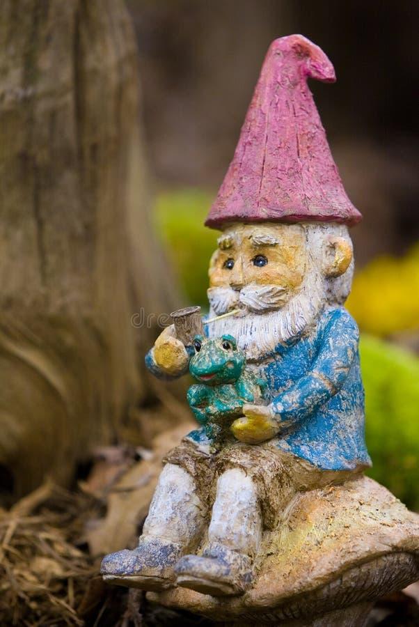 Gnomo del jardín imágenes de archivo libres de regalías