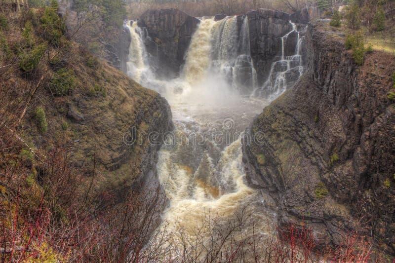 Gołębia rzeka płynie przez Uroczystego Portage stanu parka i Indiańskiej rezerwaci Ja jest granicą między Ontario i Minnestoa fotografia stock