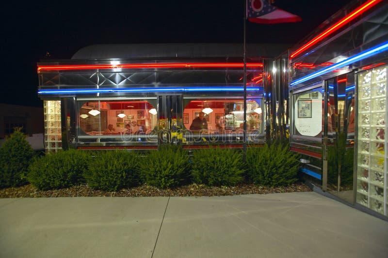 Gość restauracji przy noc zdjęcia royalty free