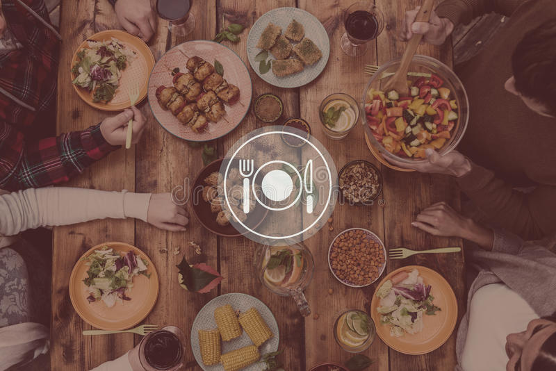 Gość restauracji słuzyć fotografia royalty free