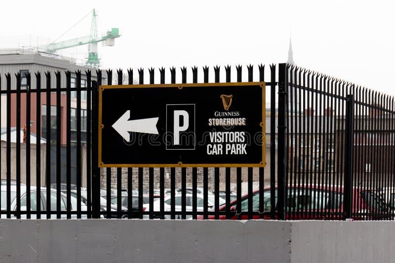 Gościa parka znak przy Guinness Storehouse browaru doświadczenie mówi bajkę Irlandia ` s sławny piwo na St James ` s bramie zdjęcia stock