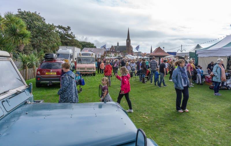 Goście cieszy się Largs jedzenie & Viking festiwal obraz stock