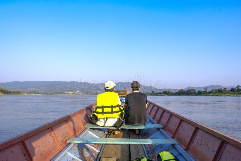Goście mogą brać małą łódkę widzieć naturę wzdłuż Mekon obrazy royalty free