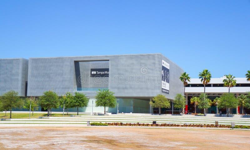 Goście na zewnątrz Tampa muzeum sztuki, Tampa Floryda fotografia royalty free