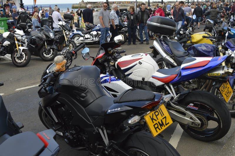 Goście podziwiają motocykle przy Margate topnienia roweru roczną przejażdżką fotografia royalty free