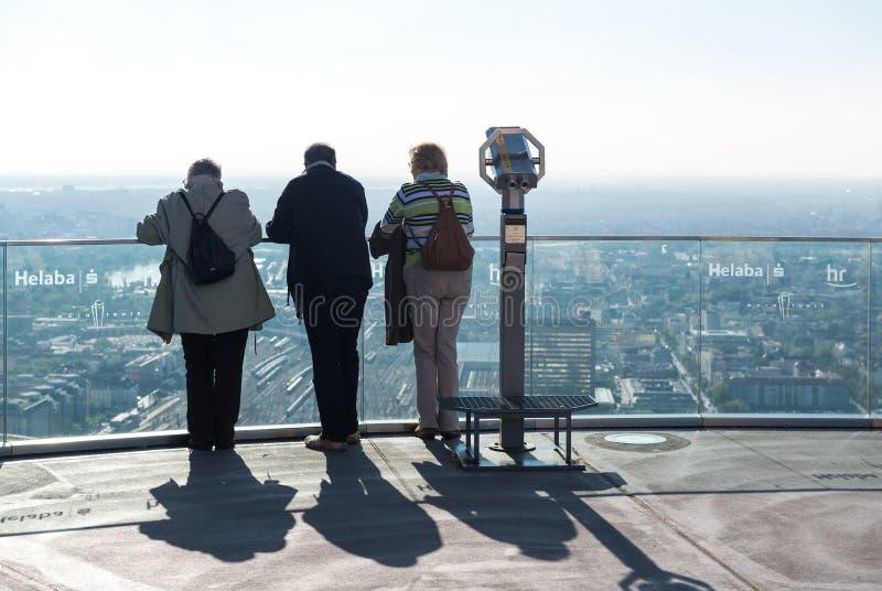 Goście stoi na magistrali wierza zdjęcie stock