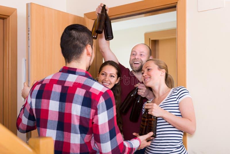 Goście stoi w drzwi zdjęcie stock