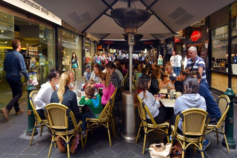Goście w Degraves ulicie W Melbourne Australia obrazy stock