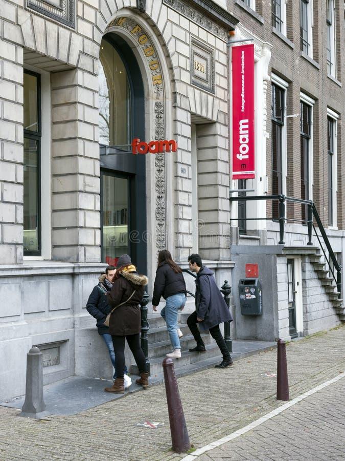 Goście wchodzić do fotografii muzeum pianę na keizersgracht w starym centre holenderski kapitał Amsterdam w zimie zdjęcia stock