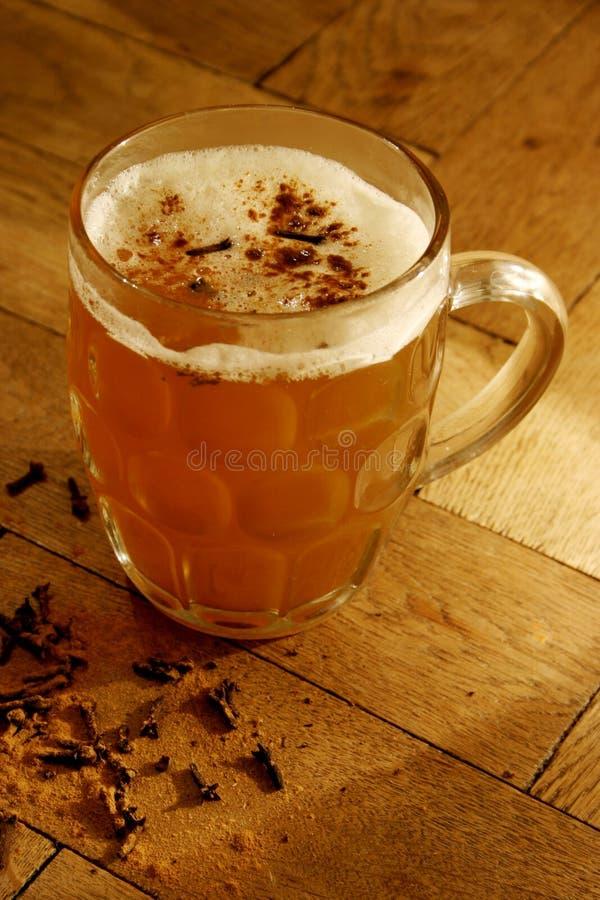 goździki ogrzewane piwa zdjęcie stock