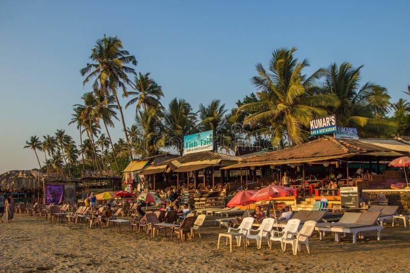 GOA, INDIEN - 4. MÄRZ: Restaurants an wenigem Vagator-Strand im März stockfoto
