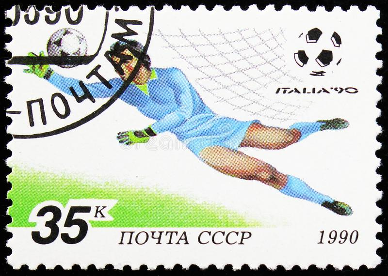 Goalkeeper Making a Save, Championnat du monde de football série 'Italie-90', vers 1990 image stock