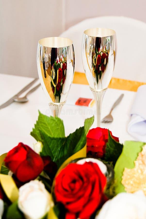 Gobelets de mariage argenté image stock