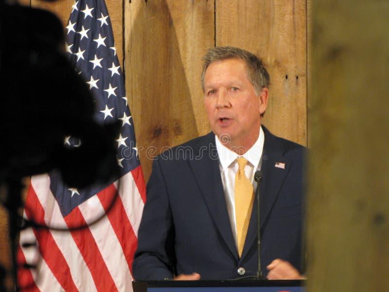 Gobernador Kasich Officially Suspends su campaña presidencial 2016 fotografía de archivo