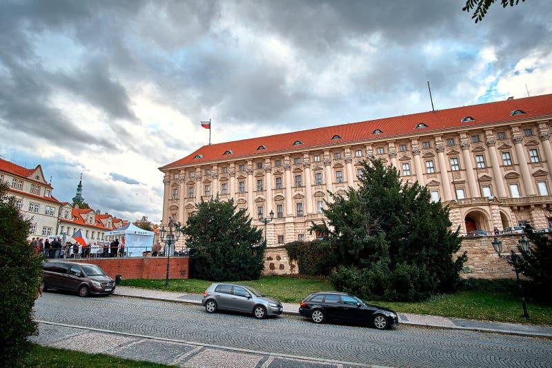 Gobierno que construye el palacio de Cerninsky en Loreto Loreta Square en Praga, República Checa imágenes de archivo libres de regalías