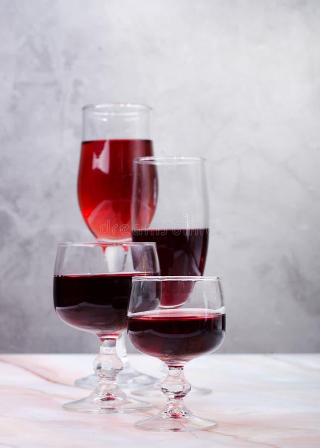 Κάρτα κρασιού Goblets με κόκκινο και άσπρο whine στοκ φωτογραφίες με δικαίωμα ελεύθερης χρήσης