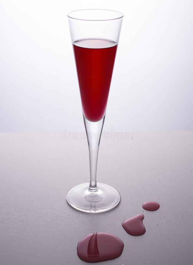 Gocce del bicchiere di vino fotografie stock libere da diritti