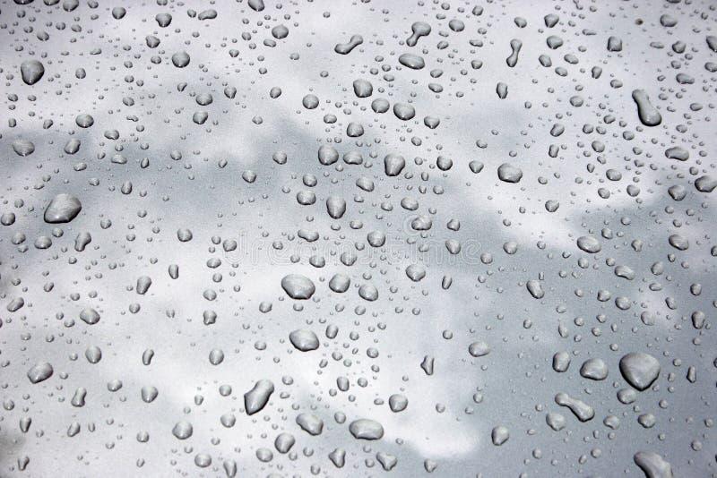 Gocce dell'acqua su metallo immagini stock libere da diritti