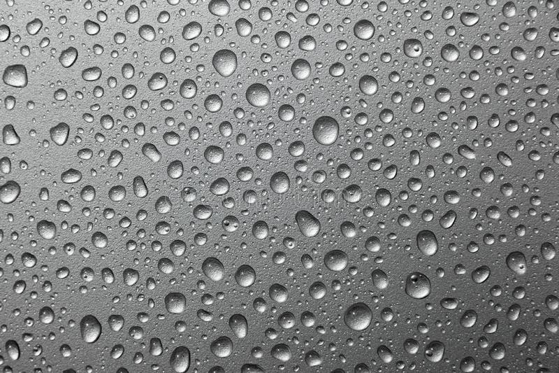 Gocce di acqua astratte su un fondo d'argento fotografia stock