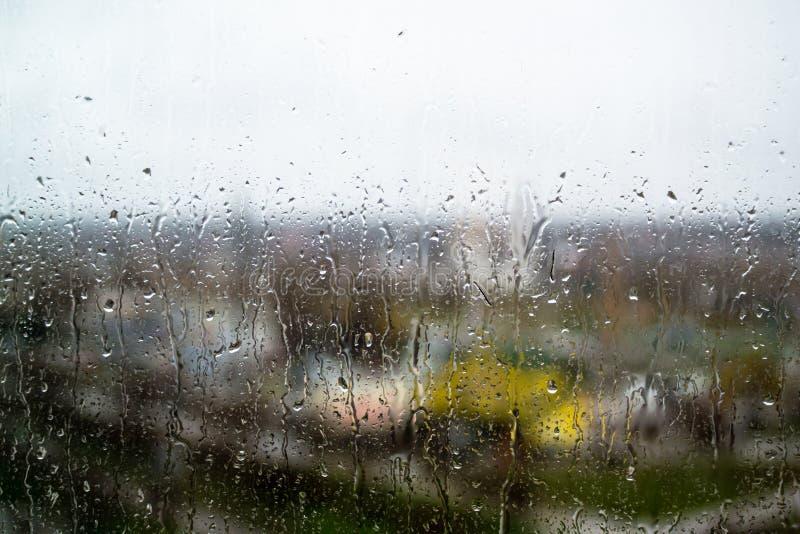 Gocce di pioggia su vetro fotografia stock