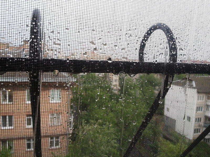 Gocce di pioggia sulla finestra fotografia stock libera da diritti