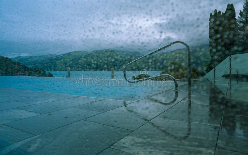 Gocce di pioggia sulla finestra 2 fotografia stock