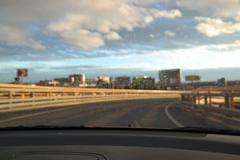 Gocce sul vetro dell'automobile fotografie stock libere da diritti