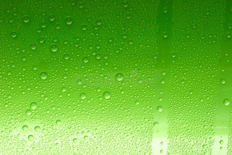 Download Gocce verdi dell'acqua fotografia stock. Immagine di stagno - 7317260