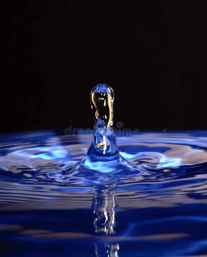 Goccia blu fotografie stock