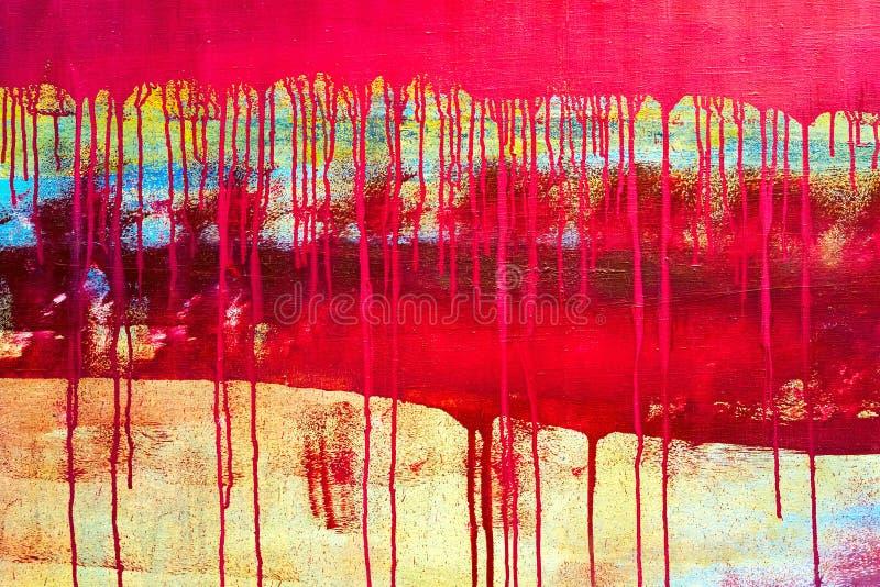 Gocciolamenti di pittura rossa sul fondo della tela immagini stock libere da diritti