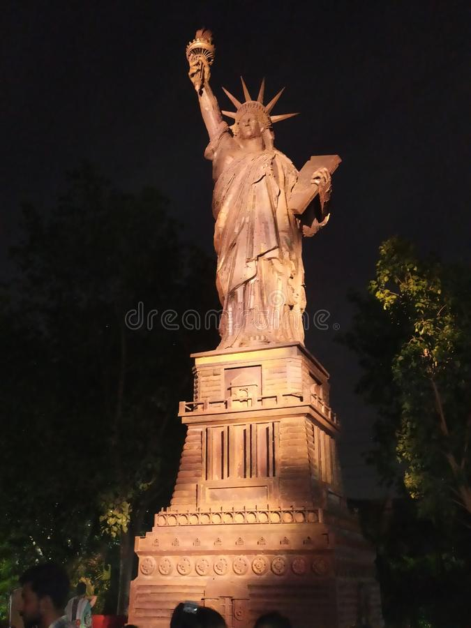 Goce de la estatua de la libertad en Delhi fotografía de archivo