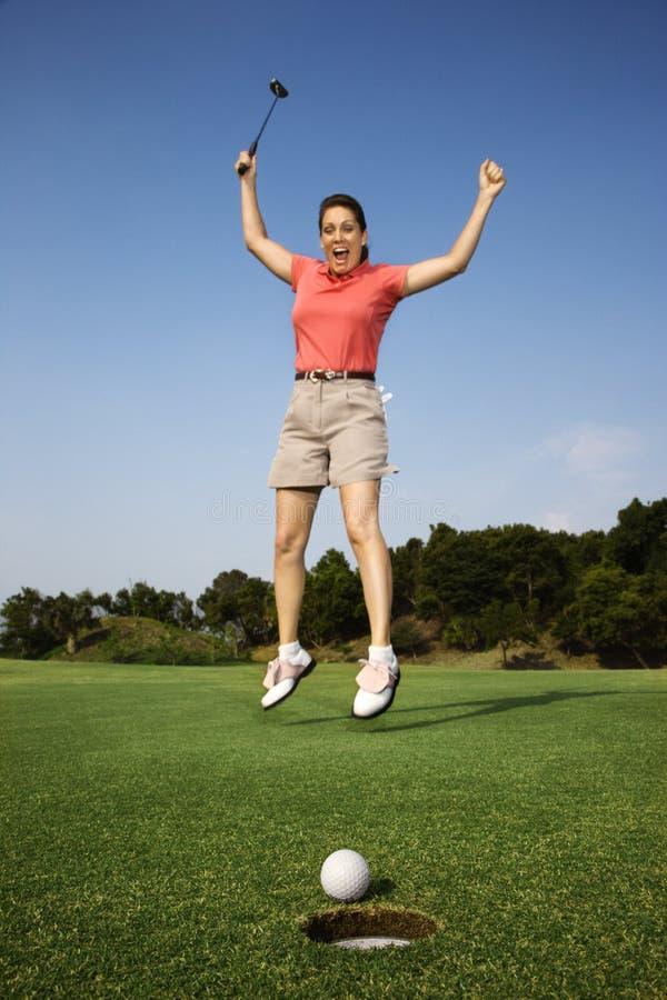 god banhoppning för golf över skjuten kvinna arkivbild