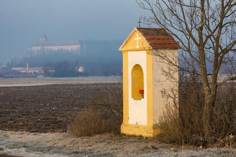 God& x27; s-tortyr och Jaroslavice slott, Tjeckien fotografering för bildbyråer