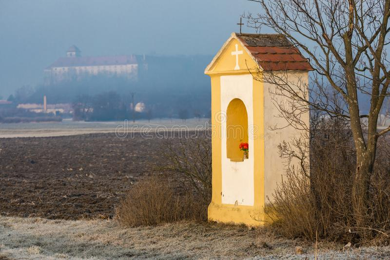 God& x27; s-tortyr och Jaroslavice slott, Tjeckien royaltyfri fotografi