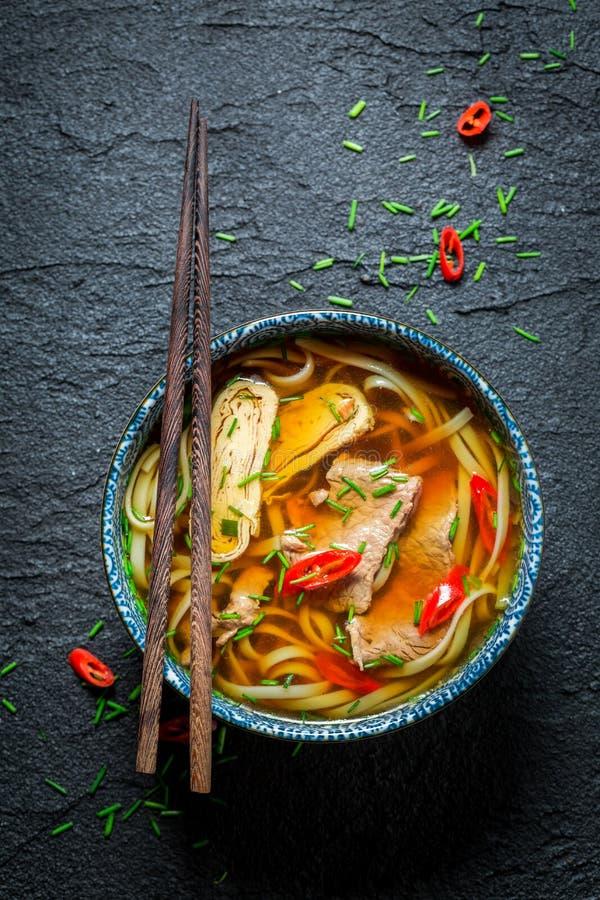 Goda della vostra minestra rossa del curry con i bastoncini fotografia stock