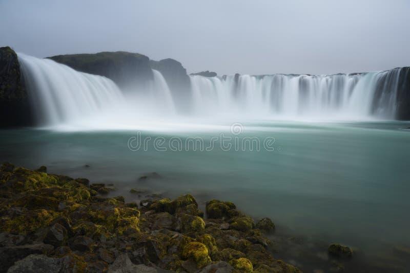 Godafoss è una cascata islandese molto bella  fotografia stock libera da diritti