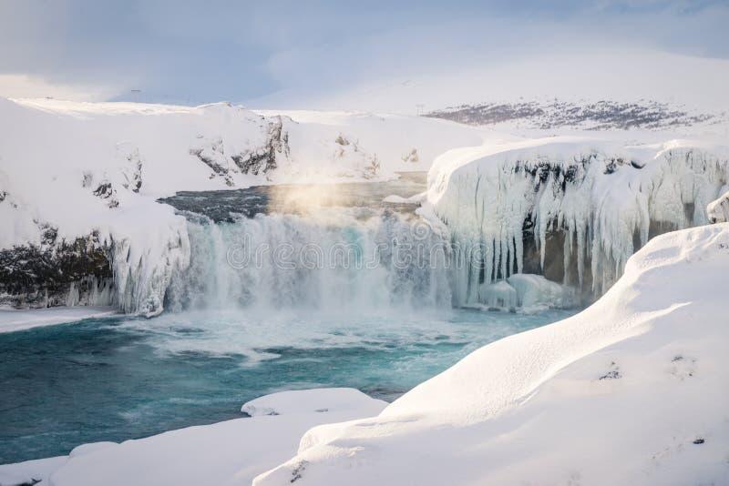 Godafoss vattenfall i Island under vinter arkivbild