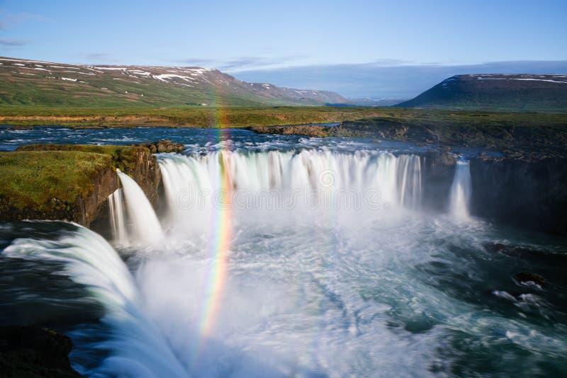 Godafoss-Wasserfall und Regenbogen, Island-Landschaft stockfotos