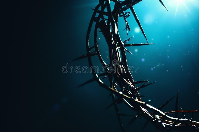 Goddelijk licht die een Kroon van Doornen verlichten royalty-vrije stock afbeelding
