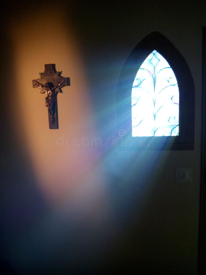 Goddelijke lichte komst door het venster van een kerk royalty-vrije stock foto's