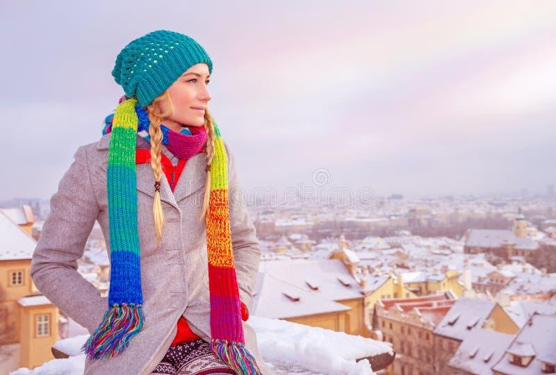 Godere del paesaggio urbano di Praga fotografie stock