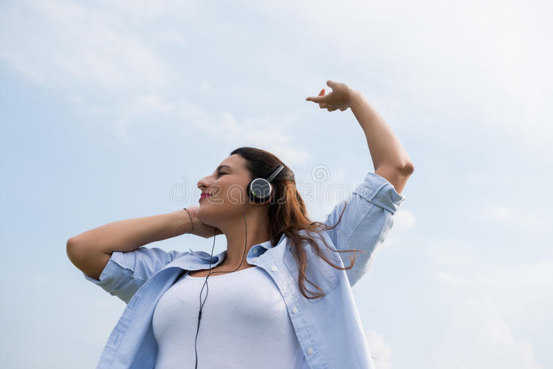 Godere della sua canzone favorita fotografia stock libera da diritti