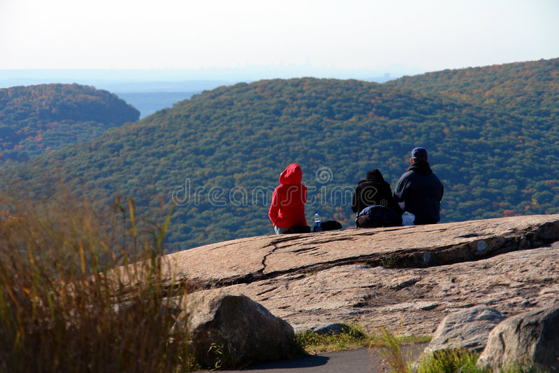 Godere della vista sulla montagna dell'orso fotografia stock libera da diritti