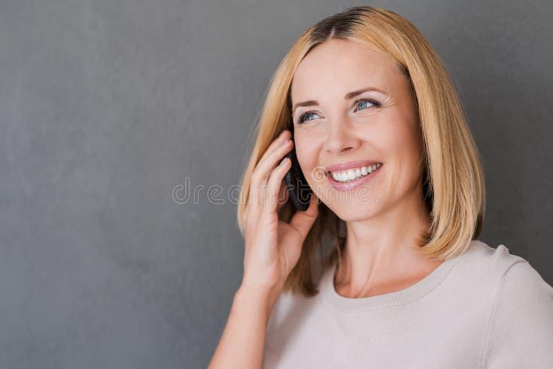 Download Godere Di Buona Conversazione Fotografia Stock - Immagine di emozioni, cheerful: 56883320